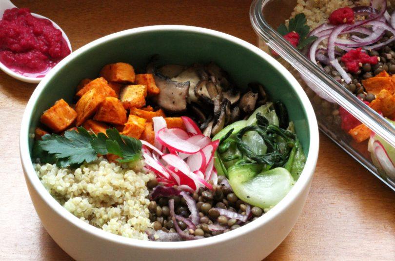 Buddha bowl au quinoa lentilles vertes et légumes d'hiver