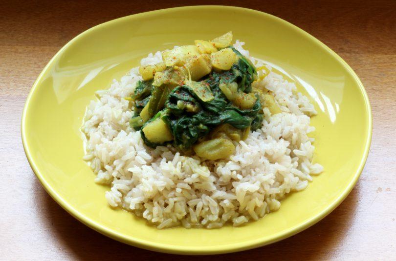 Curry de légumes verts et riz thaï complet