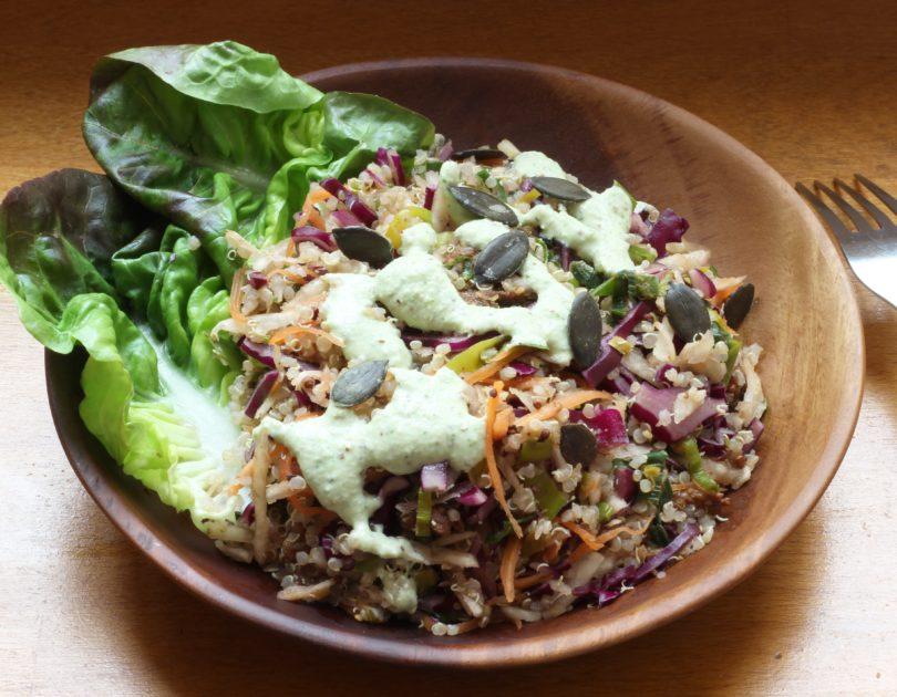 Maxi salade de quinoa, chou rouge, céleri rave et porc caramélisé