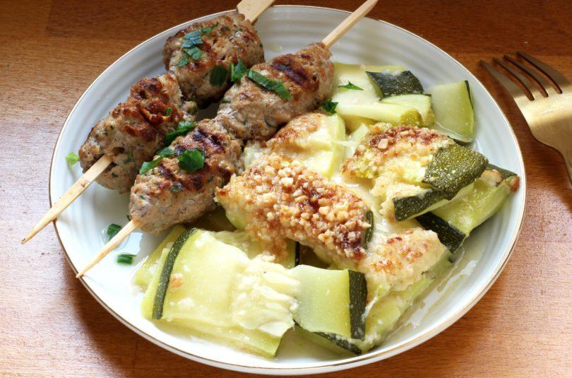 Boulettes de viande à la turque et courgettes à la béchamel