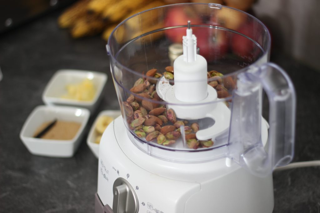robot-avec-pistaches-amandes