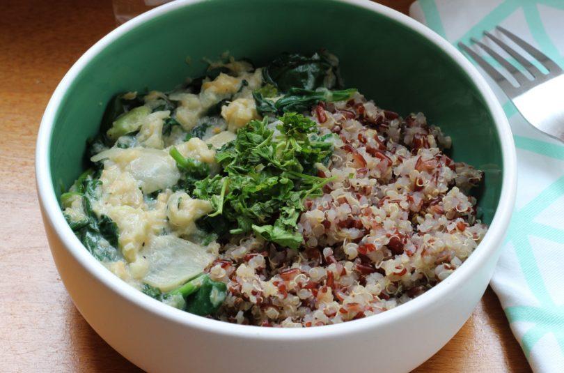 Riz rouge de Camargue et quinoa avec un trio de légumes à la sauce fromagère