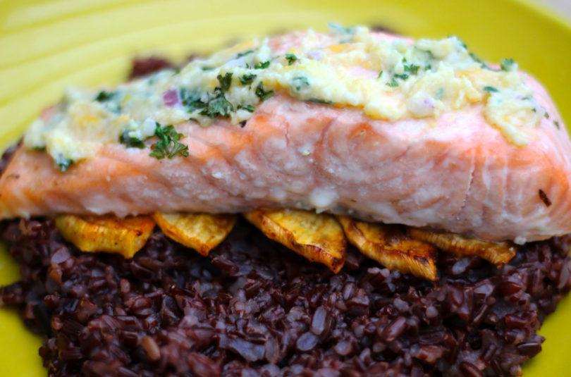 Saumon sauce navet boule d'or et riz rouge de Camargue