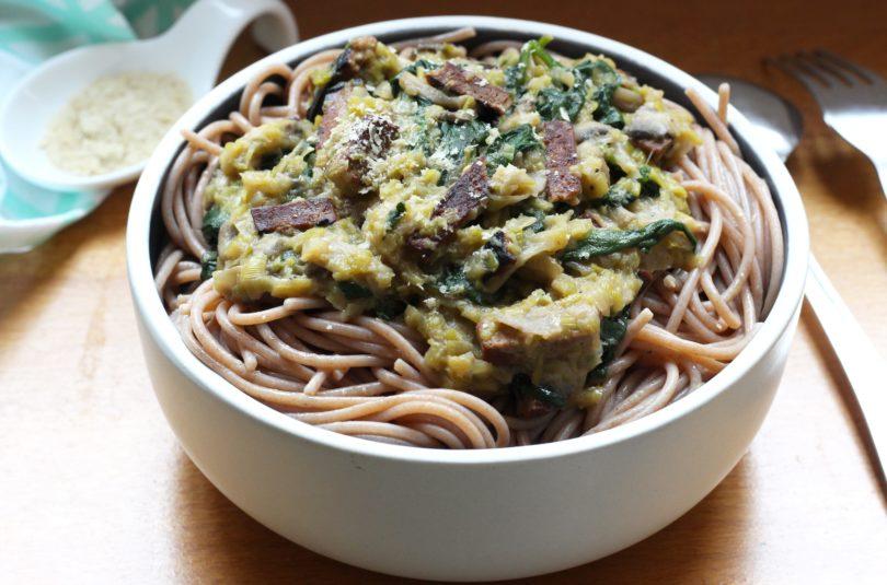 Spaghettis à la fondue de poireaux et lardons de tofu