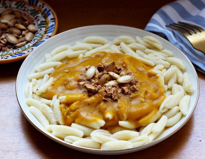 Malloreddus à la sauce au potimarron et noix de cajou grillées