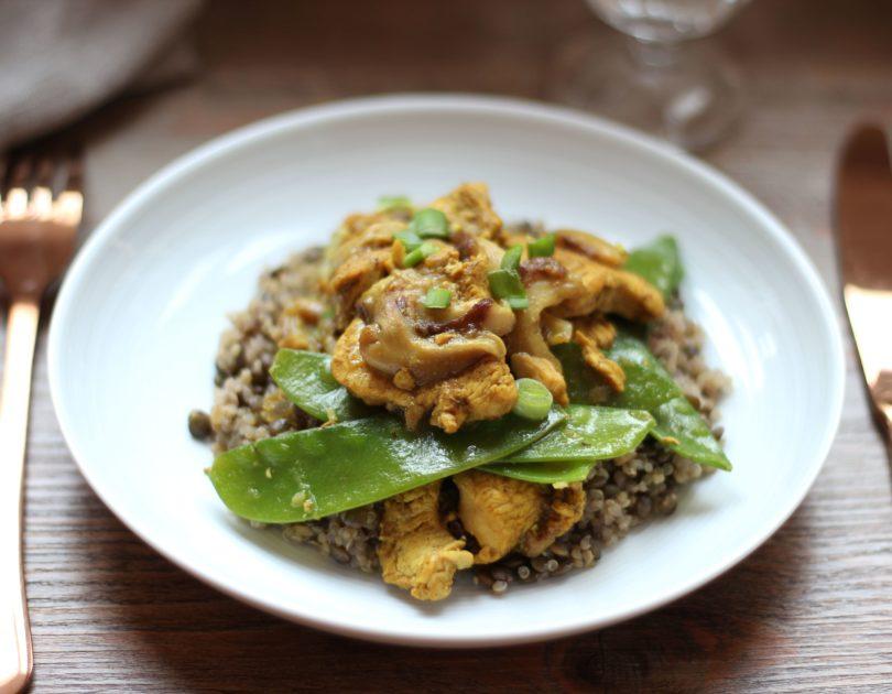 Poulet tikka aux pois gourmands et champignons shiitake